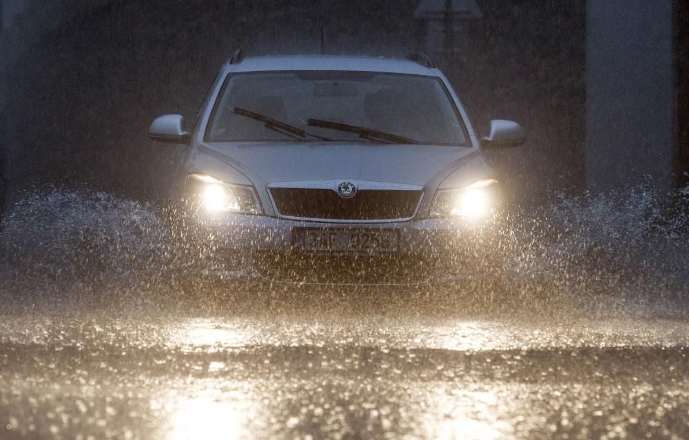 sunglasses-driving-rain-orig