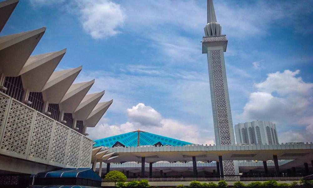 national-mosque-kuala-lumpur-malaysiawe