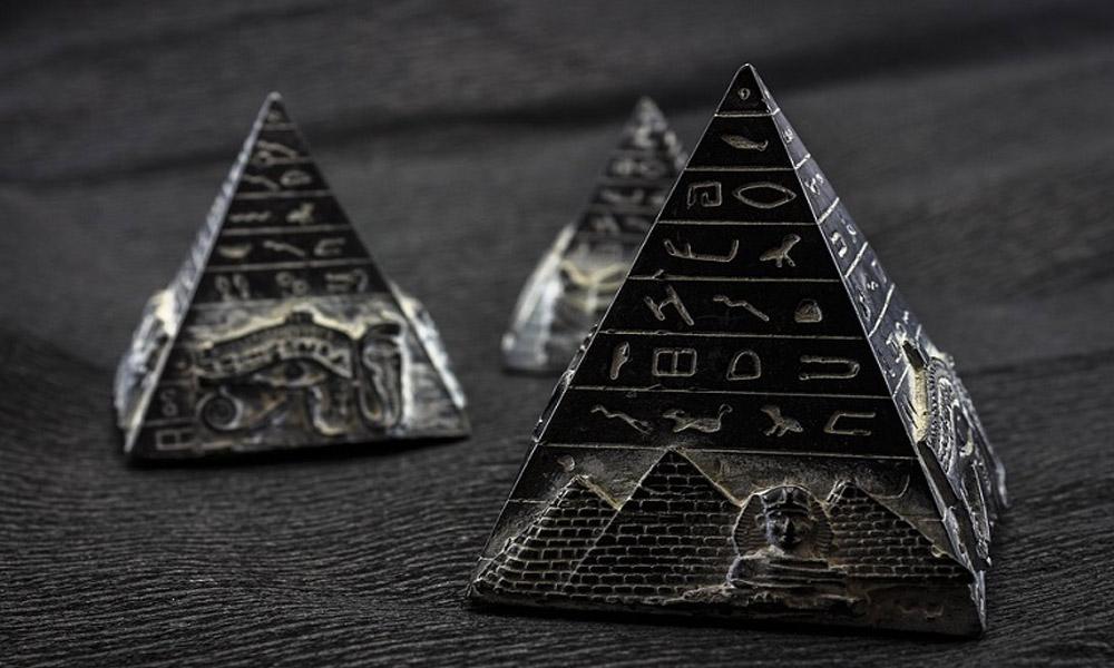 moni-pyramid