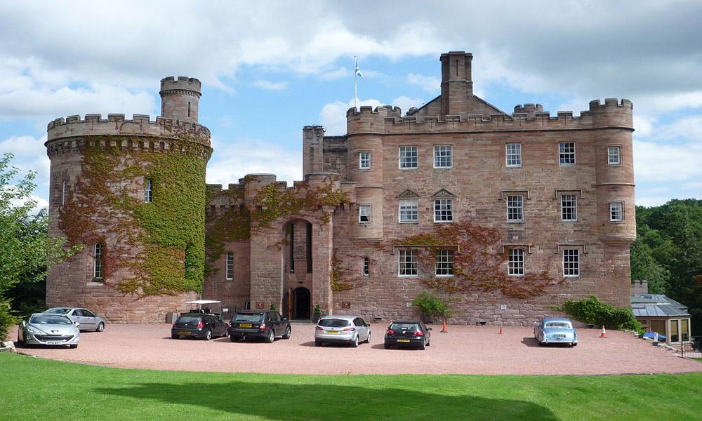 -Dalhousie_Castle