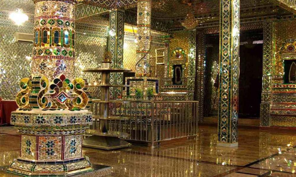 Arulmigu-Sri-Rajakaliamman-Glass-Temple-Johor-