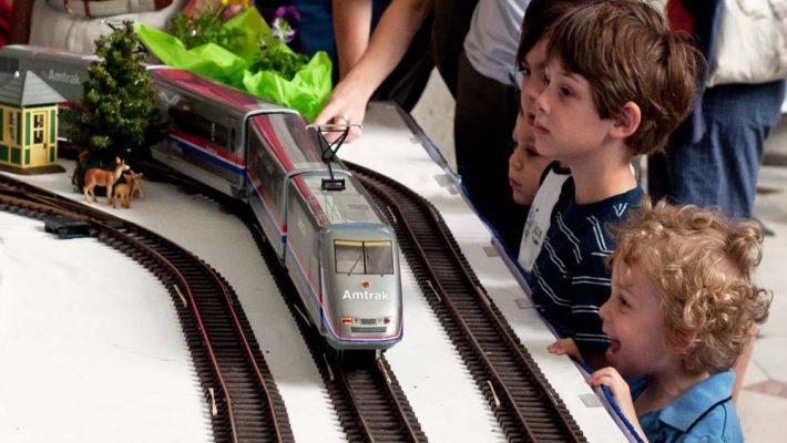 kids-watching-train-figure-(1)