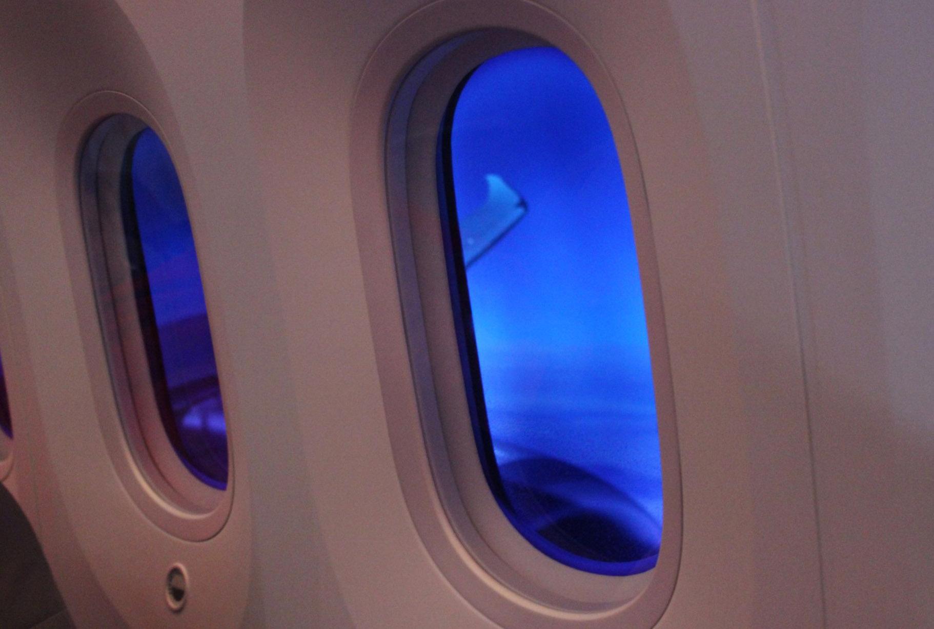 شیشه های بیضی هواپیما