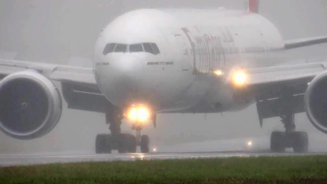 فرود هواپیما