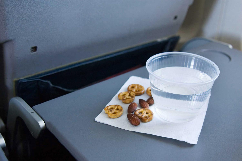 میزهای سرو غذا در پروازها ضدعفونی نمی شوند