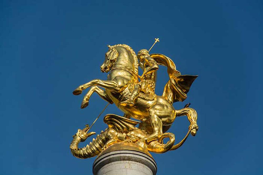 مجسمه طلایی سنت جورج