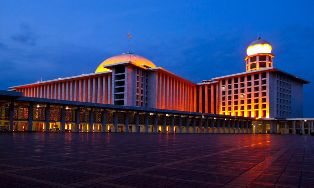 مسجد استقلال در جاکارتا