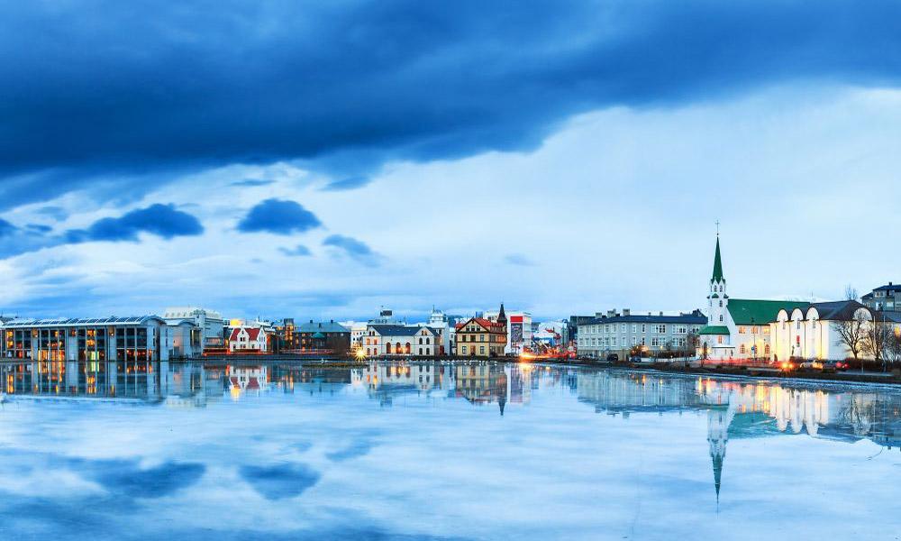 چشم اندازی از ایسلند