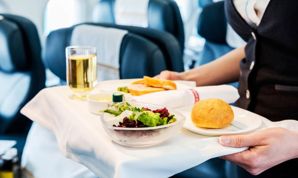 صبحانه در هواپیما