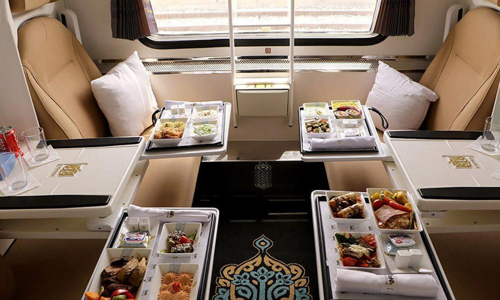 خرید وعده غذایی در قطار