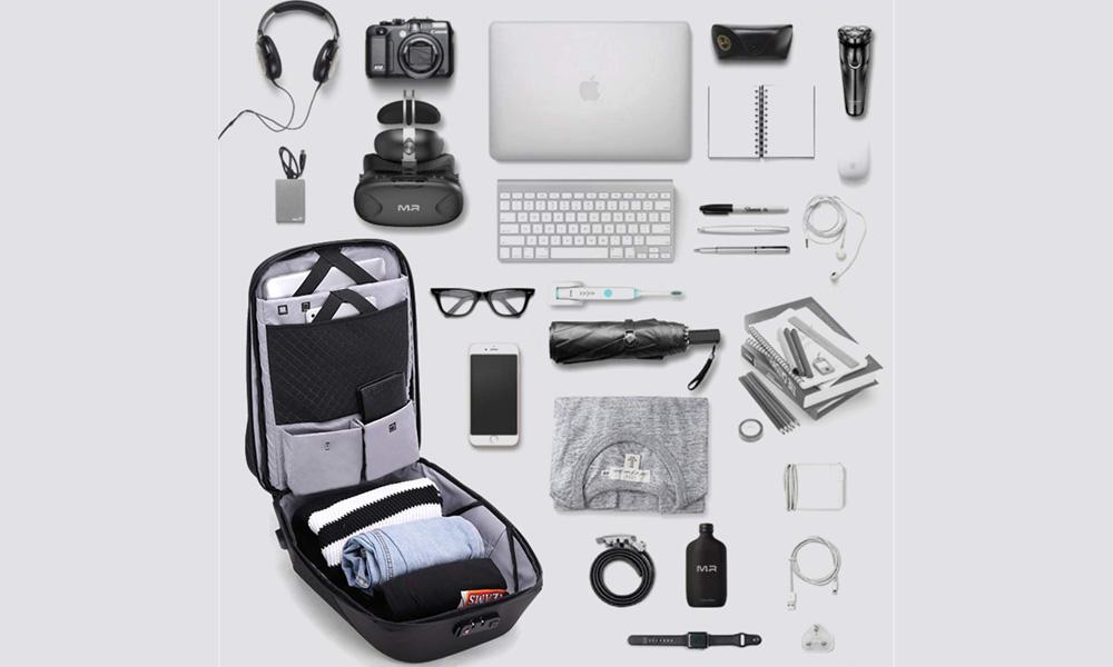 چمدان لوازم الکترونیکی در سفر