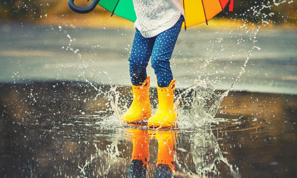 پوشیدن چکمه در باران