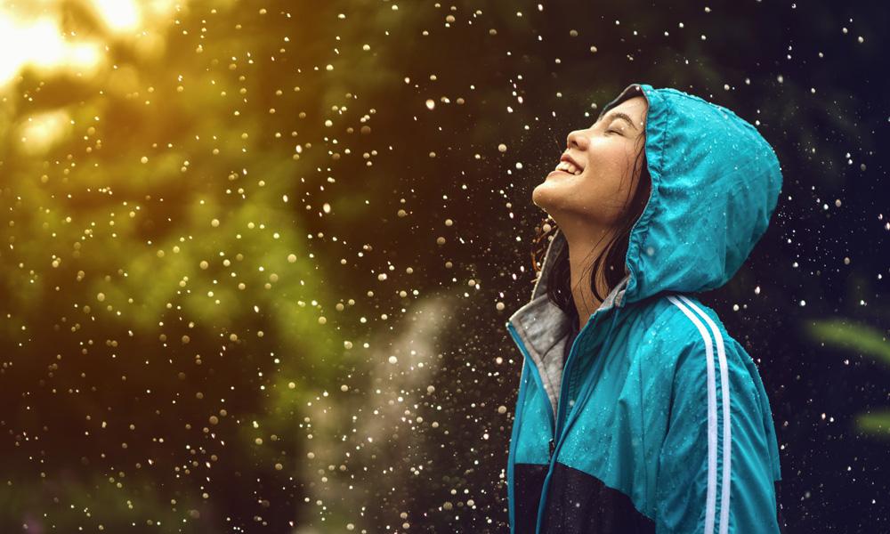 پوشیدن بارانی