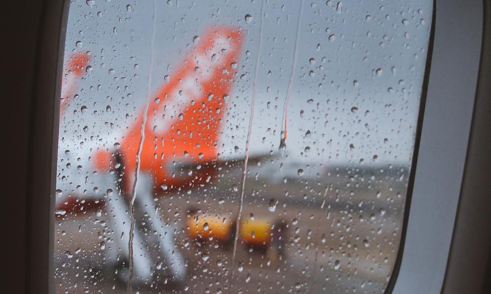 سفر با هواپیما در باران