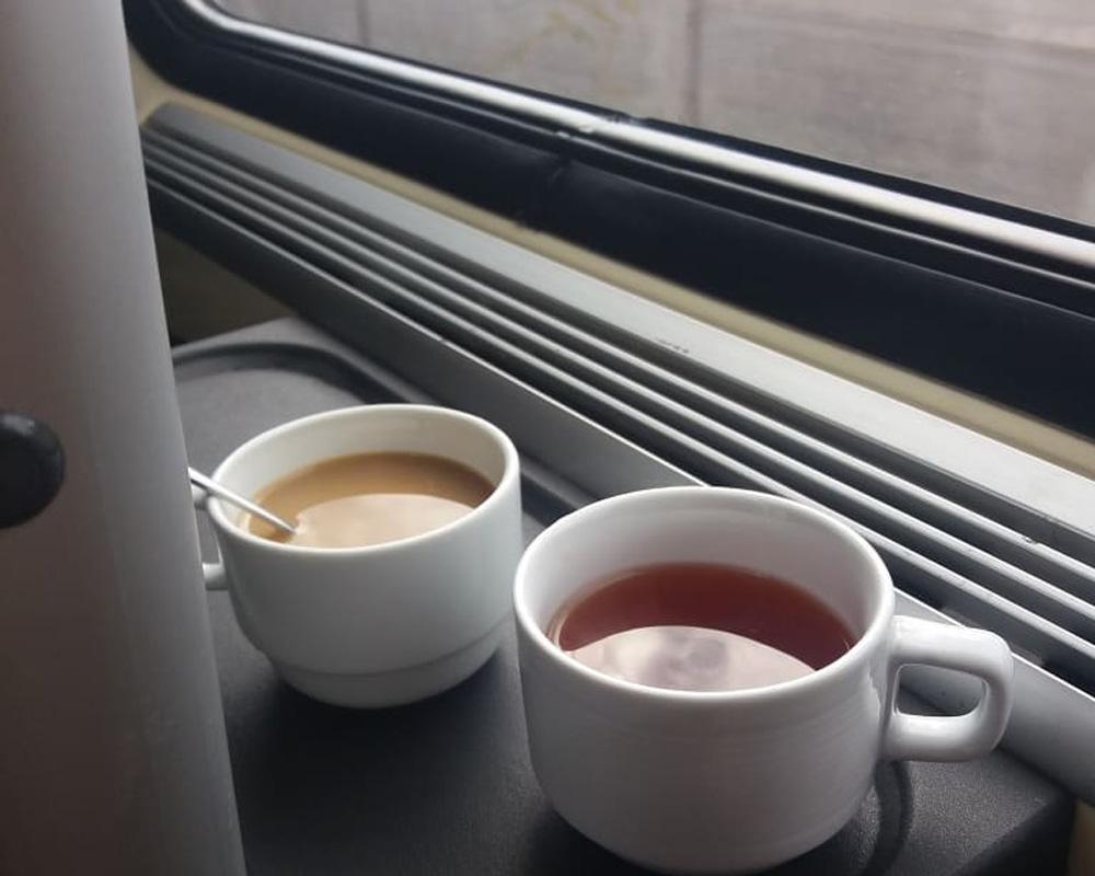 سرو نوشیدنی در قطار